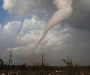 美国南部遭龙卷风侵袭 295人死亡