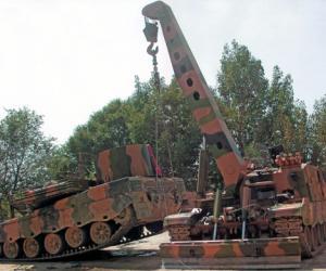 中国重点型号装甲抢救车采用新型液压绞盘