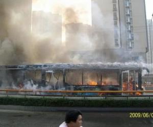 """成都""""6.5""""公交车燃烧事件"""