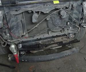 Toyota Sequoia安装前杠内置式电动绞盘