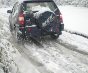 避免急加速/保持车距 雪地驾驶十大注意