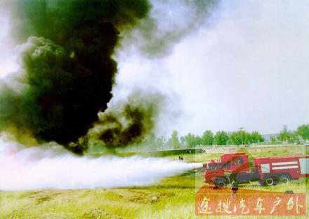 图1、涡喷消防车灭520平方米油池火只用77秒