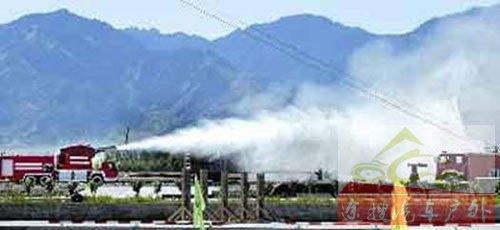 图7我国涡喷消防车喷射超细水雾加泡沫可达100米远