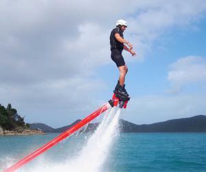 新型水上休闲运动:水上飞板