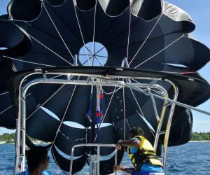 海上拖拽伞 陆上滑翔伞 帆伞运动