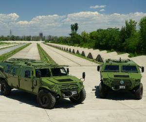 第三代军车评测:长轴2代猛士装甲车