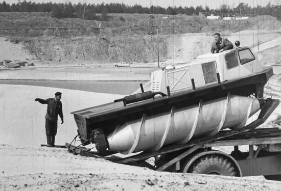 最奇葩越野车:螺旋桶推进的前苏联吉尔-2906